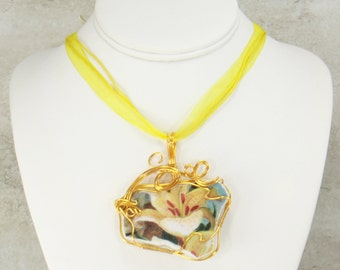 Broken China Jewelry, Wire Wrap China Pendant Necklace, Made from Vintage China Plates (2280)