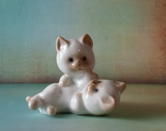 Vintage Pair of Playful Siamese Kittens Figurine Shabby Chic Shelf Sitter