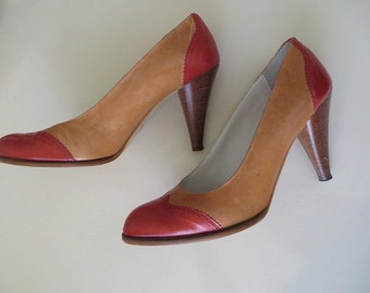 80s Vintage Shoes / Spectator Pumps by Nickels with Wooden Heel / Italian Shoes / High Heel Shoes / Fashion Accessories / 8 1/2 B
