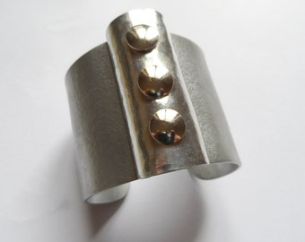 Silver cuff design