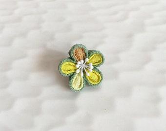 Lapel pin Plum flower LP011