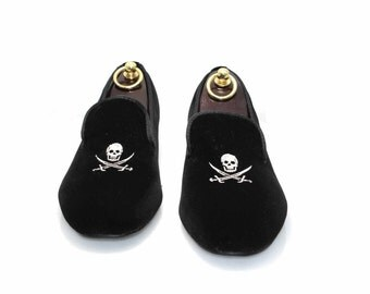 S and D by Smythe & Digby Men's Albert Slipper Leather Lined Black Velvet Loafers Pirate Skull Motif