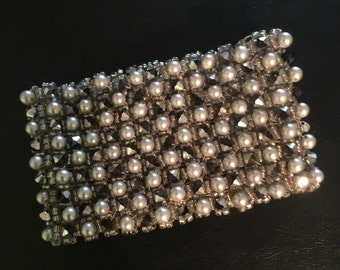 Pearls and chrystals wide bracelet
