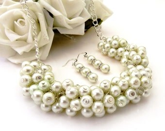 Ivory Pearl Bridal Necklace, Ivory Cluster Necklace, Ivory Pearl Necklace, Bridesmaid gift, Wedding Party Jewelry, Pearl Beaded Necklace