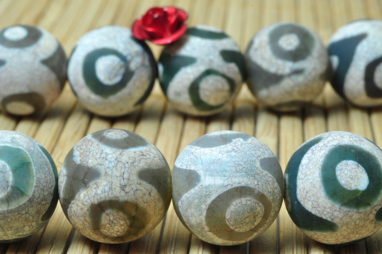 32 Pcs Of Retro Tibetan Agate Three Eyes