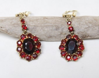 Victorian 8 karat and garnet dangle earrings / Victorian earrings / 333  gold / Victorian gold earrings / Victorian garnet and gold earrings