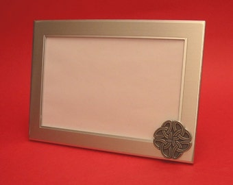 """Celtic Knot Photograph Frame 4"""" x 6"""" Landscape Picture Frame With Hand Cast Pewter Motif"""