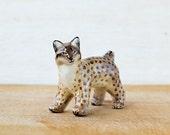 Animal Lynx Totem figurine, tiny zoo, wild animals, woodland gift idea for lynx lovers, beige brown home decor, bob cat