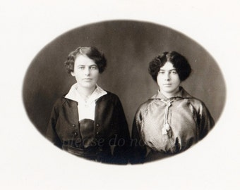 Real Photo Postcard ~  Fashionable Ladies ~ RPPC ~ vintage photo