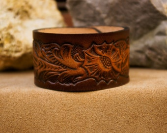 Handcrafted  Vintage leather Cuff-Bracelet, Brown color.