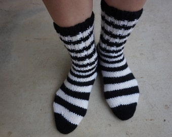 Socks (hand-knitted) - size 6-7 US/AU