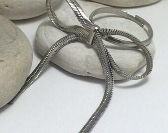 Vintage Adjustable Herringbone Bow Ring.