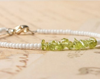 Peridot Bracelet, White Seed Bead Bracelet, Gemstone Chip Bracelet, Simple Bracelet, Beaded Bracelet, Minimalist Bracelet, Dainty Bracelet