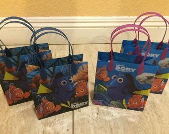 12- Dory Party Favor Bags Finding Nemo-Dory Party