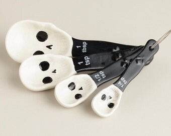 Ceramic skull measuring spoons