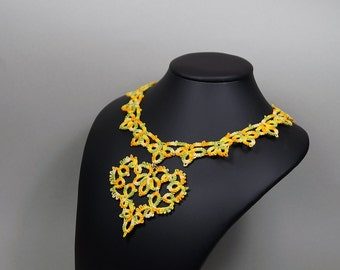 Collier with heart, necklace, choker, yellow / green necklace, tatting, with heart pendant