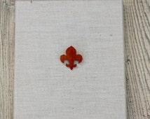 Vintage Wooden Fleur de lis Pin / Fleur de lis Jewelry / New Orleans Gift / French Gift