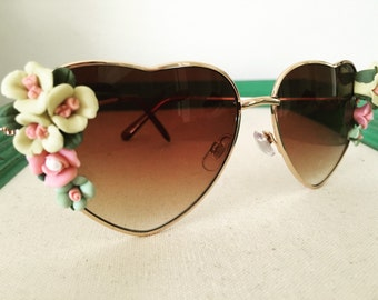 Heart aviator sunglasses with colorful roses