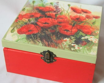 Wooden box 'Poppy flowers',red and green deoupaged box