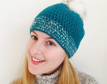 Cap with Pompon green/white
