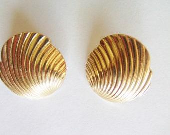 Vintage Monet Shell Earrings / Monet Earrings /  Shell Earrings / Monet Jewelry / Shell Jewelry / Gold Pierced Earrings / Signed Monet