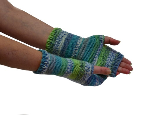 wrist warmers, hand knit gloves, arm warmers, green