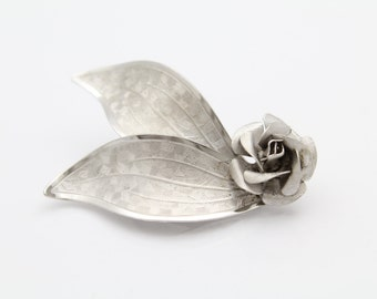 Vintage 1960s Rolyn Inc Textured Rose and Leaves Brooch in Sterling Silver. [9344]