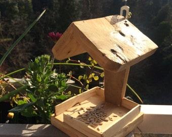 Reclaimed wood pallet feeder birds, Restaurant for Birds