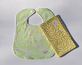 "Bib & Burp Cloth Set in ""Lime Bushes"" : 100% organic cotton"