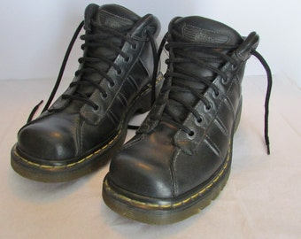 Mens 8 DR MARTENS Black Leather Ankle Boots, Leather Oxfords, Casual Lace-Up Shoes, The Origianl Air Custion, Made in England, Great Shape