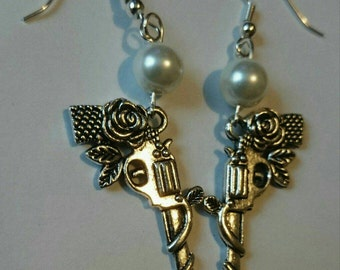 Gunslinger dark Tower handcrafted earrings (matching necklace available)