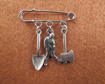 Zombie Apocalypse walkers kilt pin brooch (38mm)