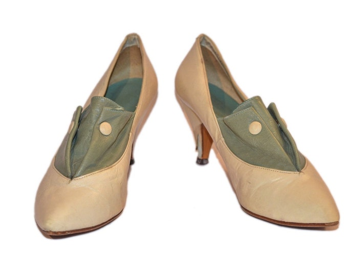 Vintage Estate Cream Aqua Chandlers Made in Spain Leather Heels