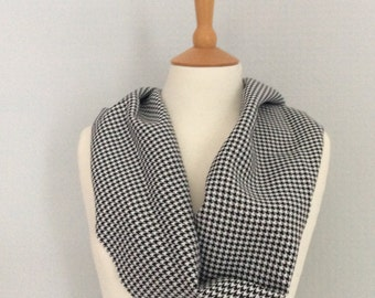 Houndstooth check black & white snood