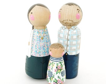 Custom peg dolls- family of 3 // 2 parents and 1 child/pet // personalized peg dolls // modern doll house family // peg doll family // wood