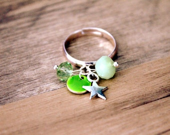 Bohemian ring beads and green sequin - silver plated bracket