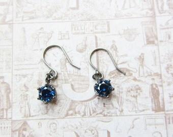 Gunmetal sapphire crown earrings/tiny crown earrings/gunmetal crown earrings