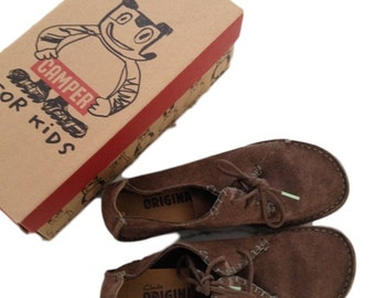 Campers Clarks Original Suede Shoes (Size 6.5 Medium)