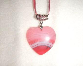 Heart-shaped Pink Striped Agate pendant (JO580)