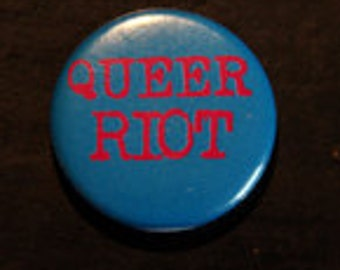 badge / pin  queer riot