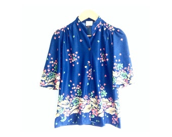 the 70s floral blouse . vintage floral dressing blouse . vintage floral topper