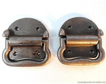 A pair of heavy duty cast iron box carrying handles BH13