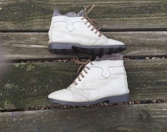 Boots - Size 9 Ankle Leather Off White Lace up Tie Knit Lined Granny Booties Womens 9
