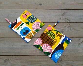 Modern pot holders made from Marimekko fabric, hot pads, quilted trivet potholders, Scandinavian kitchen decor