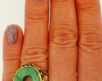 14K Yellow Gold Natural Green Jade Disc Floral Asian Art Deco Vintage Ring