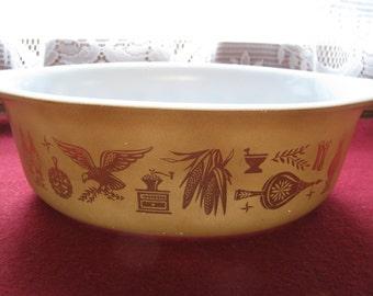 Pyrex casserole Brown Early American 1 1/2 quart  043
