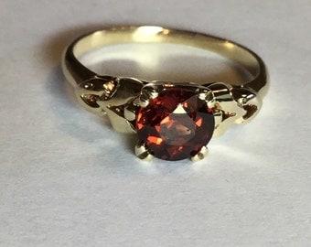 Vintage Mid Century 10k Yellow Gold Garnet Birthstone Ring