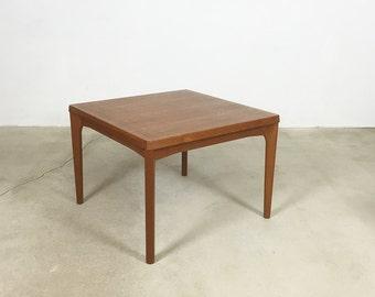 Minimalistic 60s Danish Side Table Tisch   Teak Henning Kjaernulf   VELJE  Mobelfabrik, Denmark  