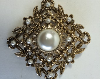Vintage Renaissance Filigree Marcasite Gold Tone With Faux Pearls Brooch