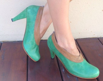 Low heel leather handmade shoes / women shoes in green leather / Model Jackie